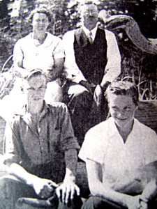 Ruth-Masters-with-her-family,1937